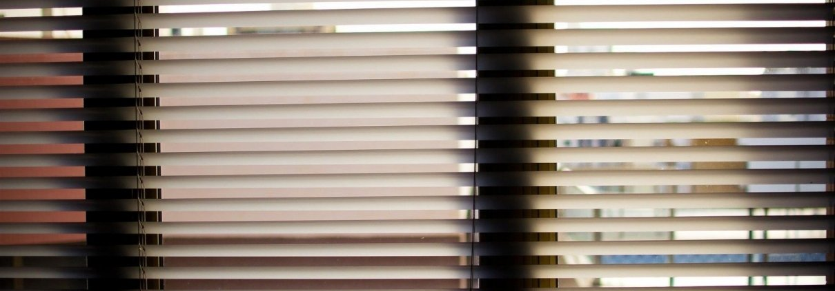 Vertical Blinds vs. Horizontal Blinds - What to Choose